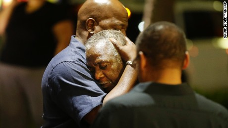 150618000553-08-charleston-shooting-0617-large-169