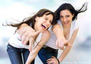 412xNxtwo_girls_pointing_laughing_6.jpg.pagespeed.ic.Rx3RvAbPFm