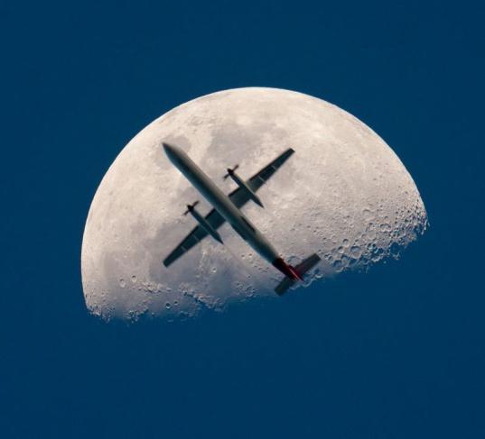 Moon jet