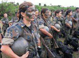 16-ian-Female-Soldiers-600x445