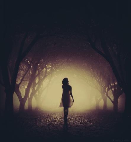 The-dark-alley-Photography-by-Kimera-Jam-body-girl-shadows-fog-mist