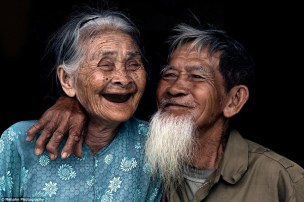 2A94653C00000578-3164009-The_blissful_contentment_of_an_old_Couple_living_in_Tra_Que_Vill-a-2_1437113923401