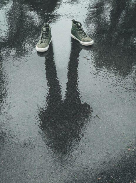 concrete-floor-footwear-gray-1554613-1