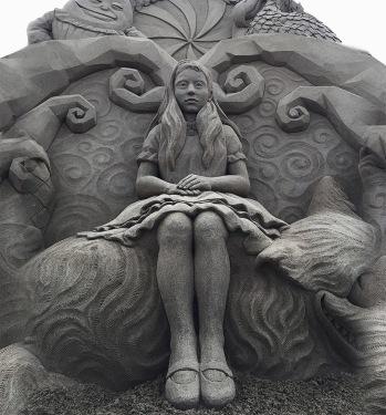 Sand sculpture (Toshiko Hosaka)