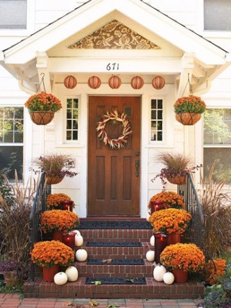 mums-fall-front-door
