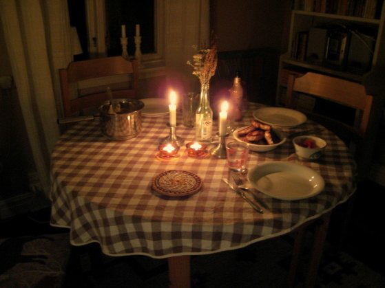 candlelit-dinner-for-two-at-home-uyvaj5a6g-1