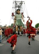 Royal de Luxe giant street theatre puppets 1