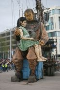 Royal de Luxe giant street theatre puppets 2