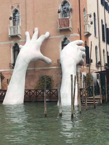 Support by Lorenzo Quinn (Venice)