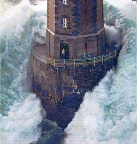 1989, France - The man in this lighthouse survived (photo by Jean Guichard).