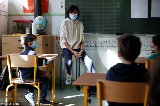 28405888-8324989-A_teacher_wears_a_face_mask_during_lessons_at_a_Parisian_school_-a-13_1589581322127