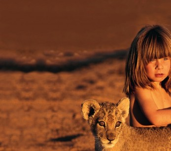 Tippi Degre, daughter of wildlife photographers, has grown up with wild animals as friends (2)