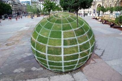 Giant Ball illusionary garden in Paris (ParisDailyPhoto)