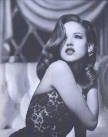 Molly Ringwald, 1985 (Jessica Rabbit later borrowed the hair) - (barnorama.com)