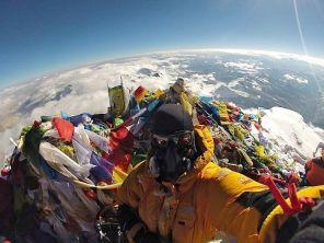 View from the top of Mt. Everest - derschwigg (boredpanda.com)