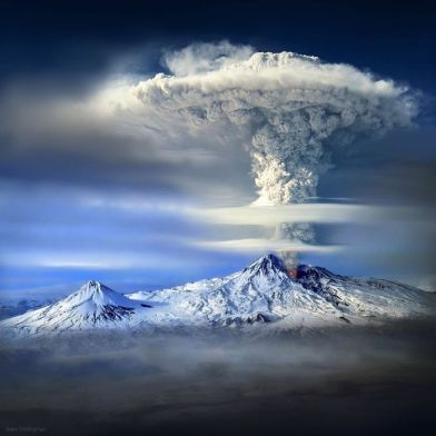 Eruption on Mt. Ararat - photo credit, flappytowel (boredpanda.com)