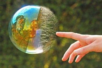 'I hate to burst your bubble, but...' - split-second capture (boredpanda.com)
