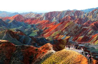 Rainbow Mountains (Danxia Landorm), Gansu, China - photo credit, unbelievableinfo.blogspot.it (boredpanda.com)