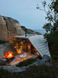 Cozy cliffside home (barnorama.com)