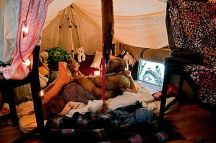 Cozy fort (pinterest.com)
