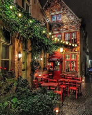 De Vlaamsche Pot in Bruges, Belgium(reddit.com)