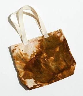 Matching Handbag for Trendy Tie-Dyed Dress(urbanoutfillters.com)