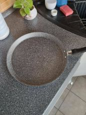 Granite counter tops are very popular, granite pans not so much - Areykha (boredpanda.com)