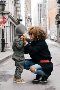 'Smiles in the Street from Mom' by Sai De Silva (unsplash.com)