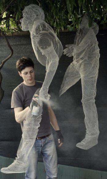 Edoardo Tresoldi - Wire-mesh sculptor 1