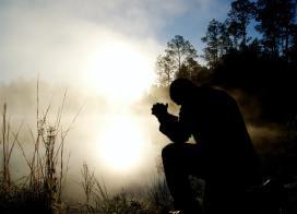 'Sinouette man praying' by Aaron Burden (unsplash.com)