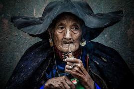 'Smoking an Old Woman' by Quiang Chen (buzzerilla.com)
