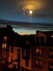 Alien spaceship disguised as ceiling lamp (piximus.net)