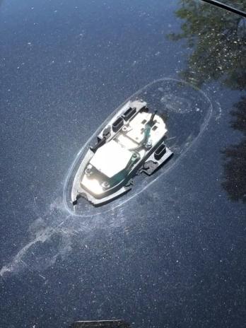 Sinking ship! (nope, broken car atenna on rooftop) ogre_easy (reddit.com)