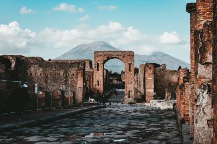 In the shadow of Mt. Vesuvius, the ruins of Pompeii - photo by Andy Holmes (unsplash.com)