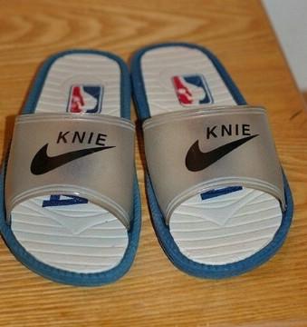 Knie NBA regulation basketball flip-flops(ebaumsworld.com)