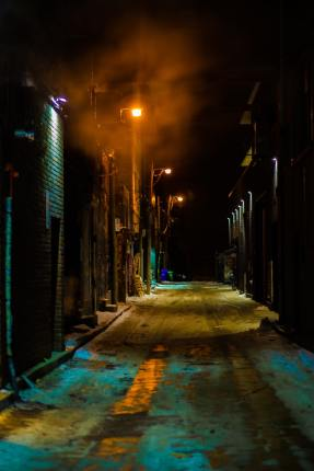 Lonely alley - photo by Morica Pham (unsplash.com)