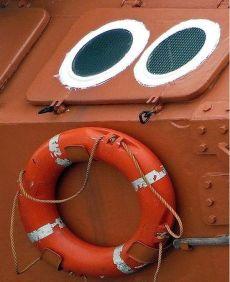 'Man overboard! Throw me now!' (ebaumsworld.com)