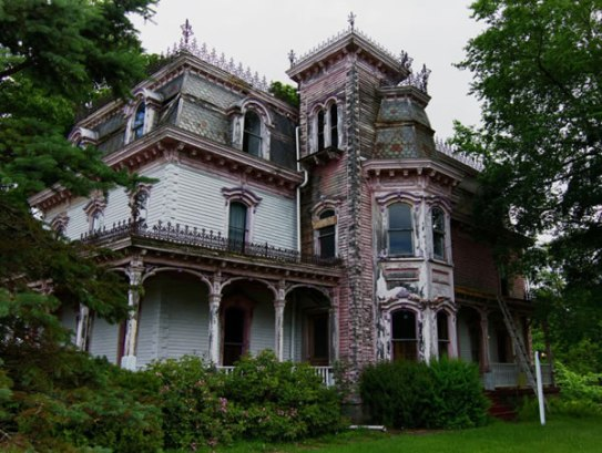 Old Victorian House (riotdaily.com)