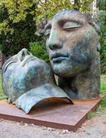 Pompeii, commemorative sculpture - photo by Barry Bibbs (unsplash.com)