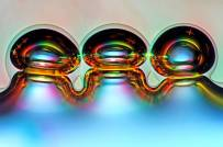 Air bubbles on melted ascorbic acid - Marekt Mis (nikonsmallworld.com)