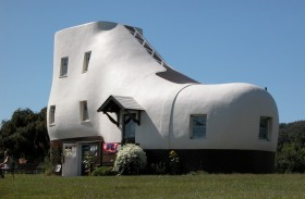 Haines Shoe House, Pennsylvania (thephotomag.com)