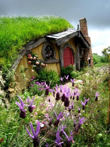 Hobbit House, Rotorua, New Zealand (simpledreams.earth)